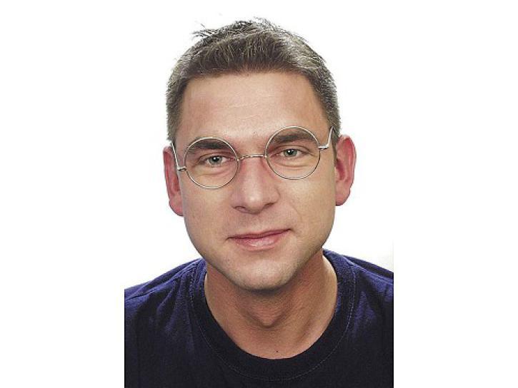 Brille aus Draht mit Glas