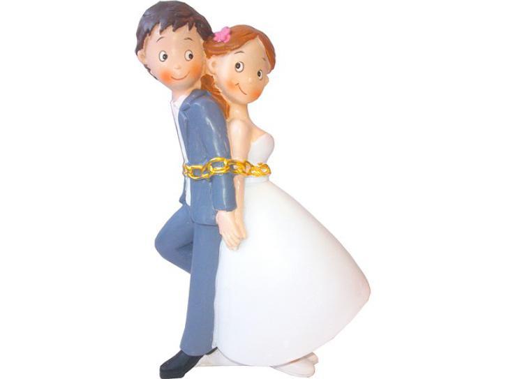 Hochzeitspaar aneinandergefesselt